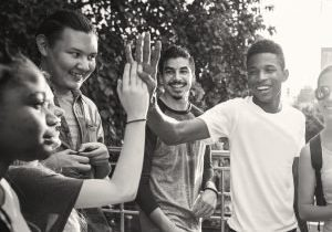 Teens_HighFive_XL_25w_ds_cmyk_r5 crop2